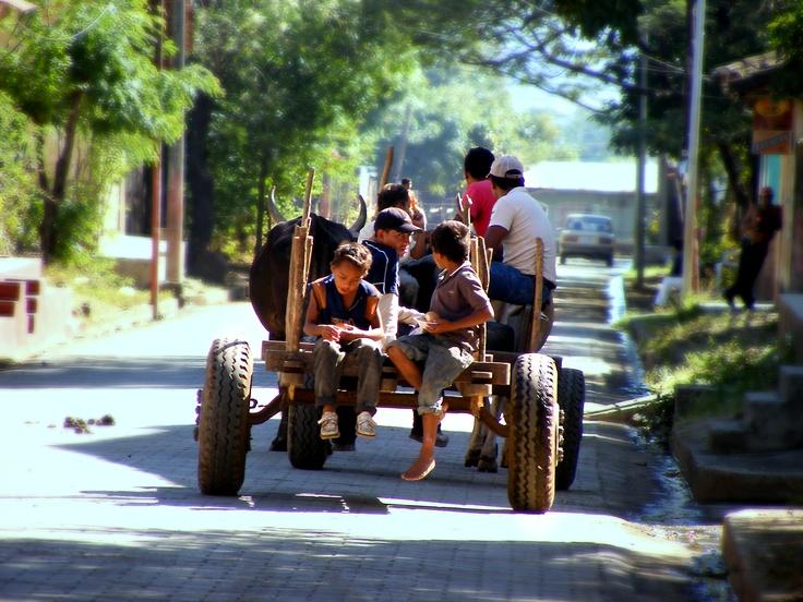 http://kikeonline.deviantart.com/art/Carreta-in-Nandaime-Nicaragua-108408541