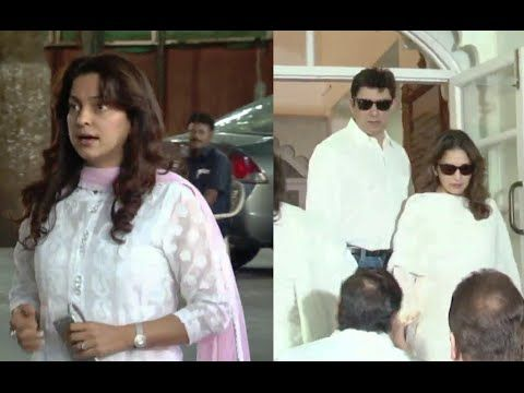 WATCH Juhi Chawla and Madhuri Dixit attend Aadesh Shrivastava's Chautha / Prayer Meet. See the full video at : https://youtu.be/MWYVnQWpv5E #juhichawla #madhuridixit
