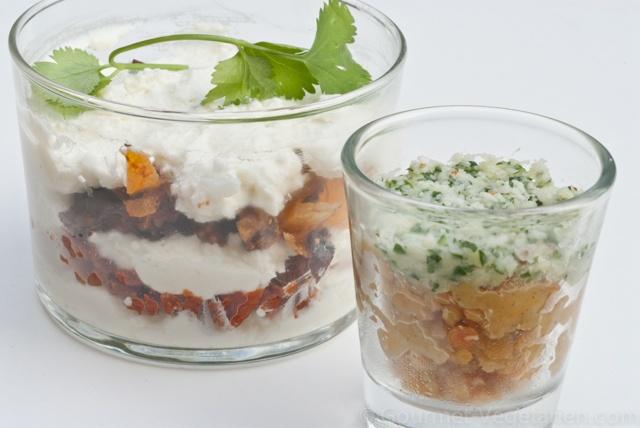 Verrines Fromage de chèvre et Fruits secs Non seulement c'est un délice, mais aussi c'est sympa en apéritif et la transparence me plaît ! http://www.gourmet-vegetarien.com/recette-vegetarienne-fete/