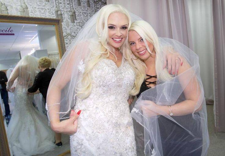 Vor einem Jahr posierten Jenny Frankhauser und Daniela kurz vor ihrer Hochzeit noch als happy Schwestern-Duo. Mittlerweile hat die 24-Jährige gegenüber OK! ausgepackt, was wirklich hinter verschlossenen Türen im Hause Katzenberger passiert.