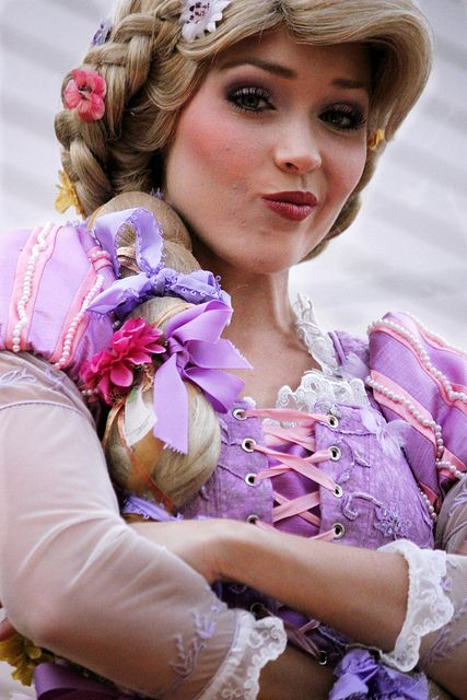 Rapunzel does the smolder! Priceless! I'm so asking we & Flynn to do this for a picture next time. :D
