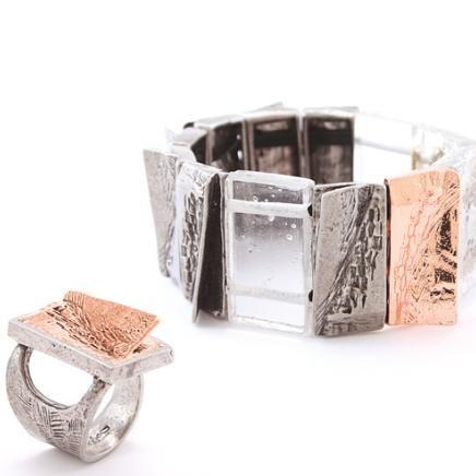 Anne-Marie Chagnon Collection 2015 Printemps-Été Bracelet : Renée - clair Bague : Tim - cuivre --------------------------- 2015 Spring-Summer Collection Bracelet: Renée - clear Ring :  Tim - copper