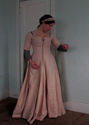 A series of blog posts showing process of making a medieval-style 14th-century woman's cotehardie.