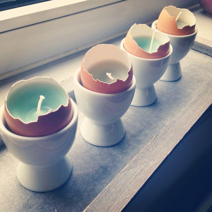 Paaslichtjes. Eieren, kaarsen smelten, stukje wascokrijt toevoegen!