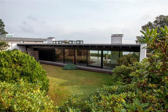 GUNNLØGSSON HOUSE, Denmark. Architect Halldor Gunnløgsson built his masterpiece in 1959 for himself and Lillemor, his second wife, and he lived in it until he died in 1985, Lillemor until 2009. (Photos and text from https://www.facebook.com/EnestaendeNordiskeHuse )