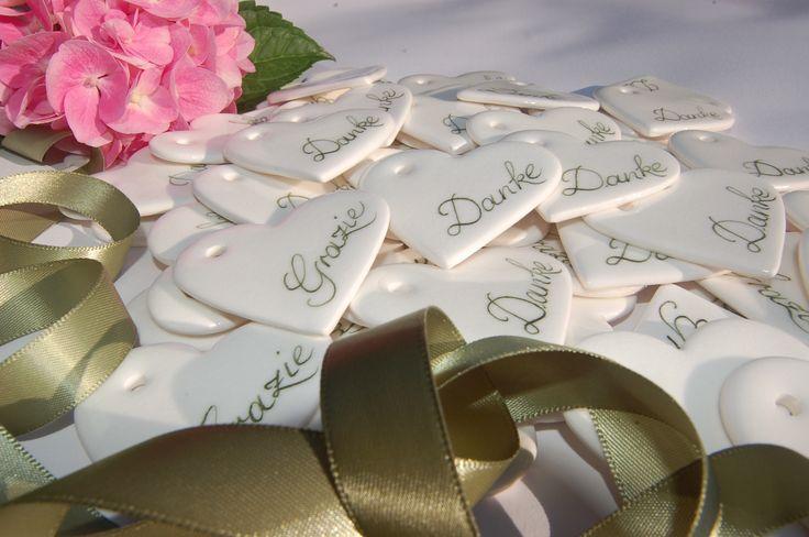 Gastgeschenke & Namenskarte Personalisiertes Herzen mit den Namen der Gäste für Hochzeit, Geburtstage & Feste www.lillykriss.com