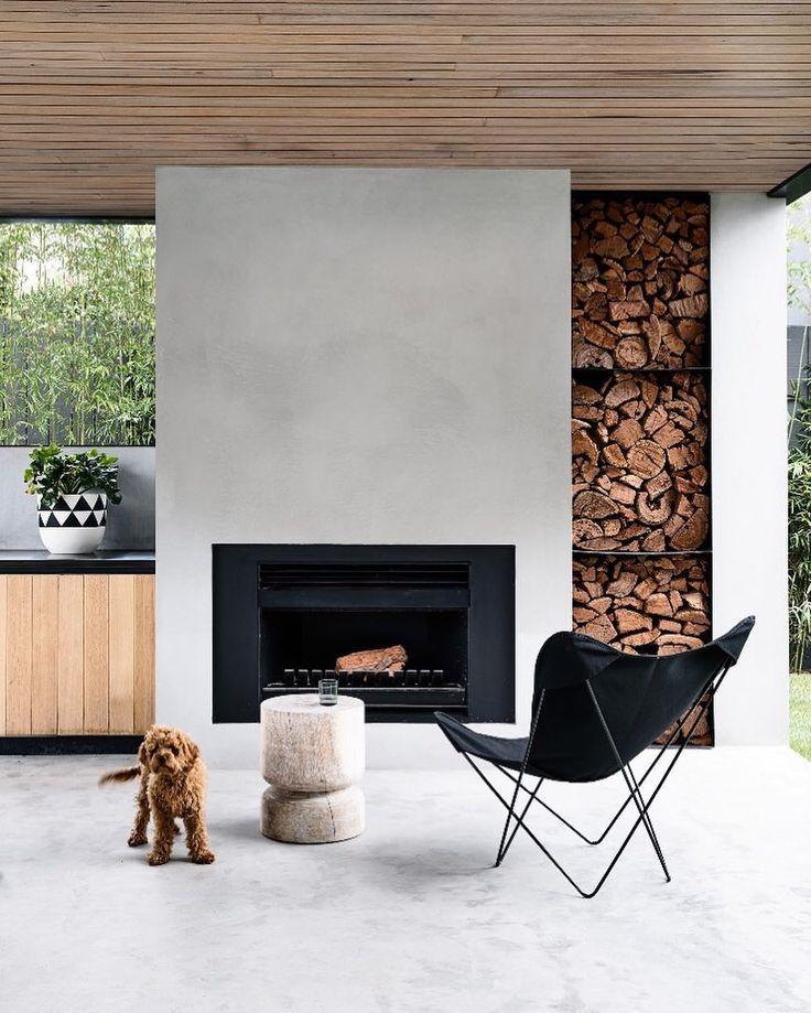We're not sure if an alfresco space can be any more stunning than this chic outdoor room by @inform_melbourne. We're not sure which we love me, that oversized fire or the pup! by @derek_swalwell ⠀⠀⠀⠀⠀⠀⠀⠀⠀ #alfrescodesign #homestyle #outdoorroom #exterior #outdoorfire #architecture #designerliving #home