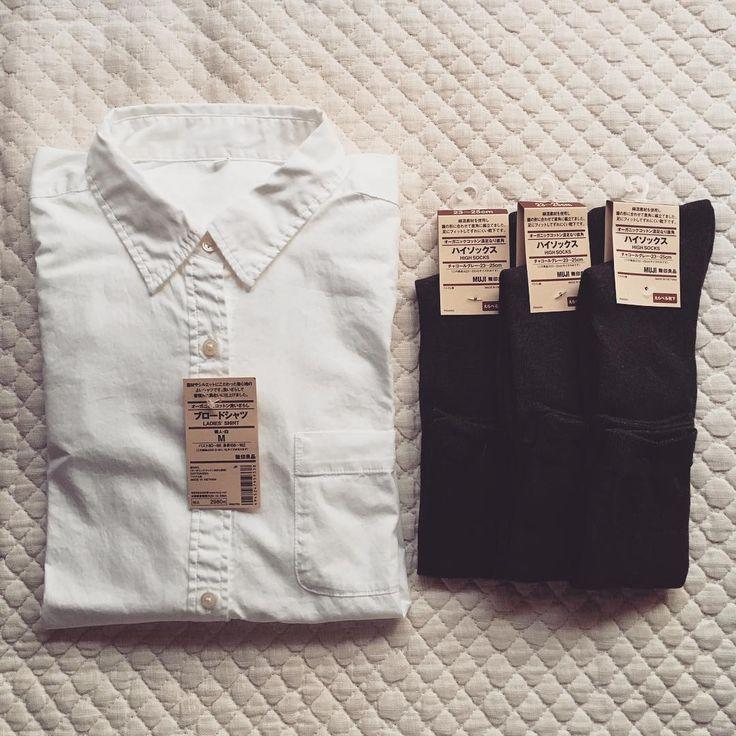 春の定番ベーシックアイテム、白シャツ。無印良品の白シャツは、仕立ても素材もよく、プチプラでコスパ最強の白シャツと言われています。 そんな無印の白シャツの魅力をたっぷりとご紹介します。