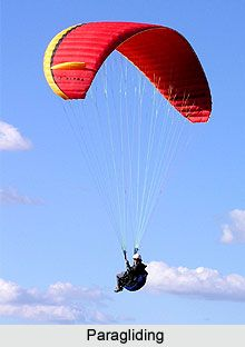 Paragliding and hand gliding is based on the idea of free fall, and has successfully captured the imagination of the people. For more visit the page. #sports #games #paragliding