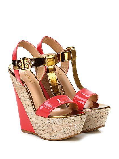 CHON - Zeppe - Donna - Zeppa in vernice e pelle specchiata con cinturino alla caviglia e suola in cuoio. Tacco 150, platform 50 con battuta 100. - CORALLO\ORO - € 240.00