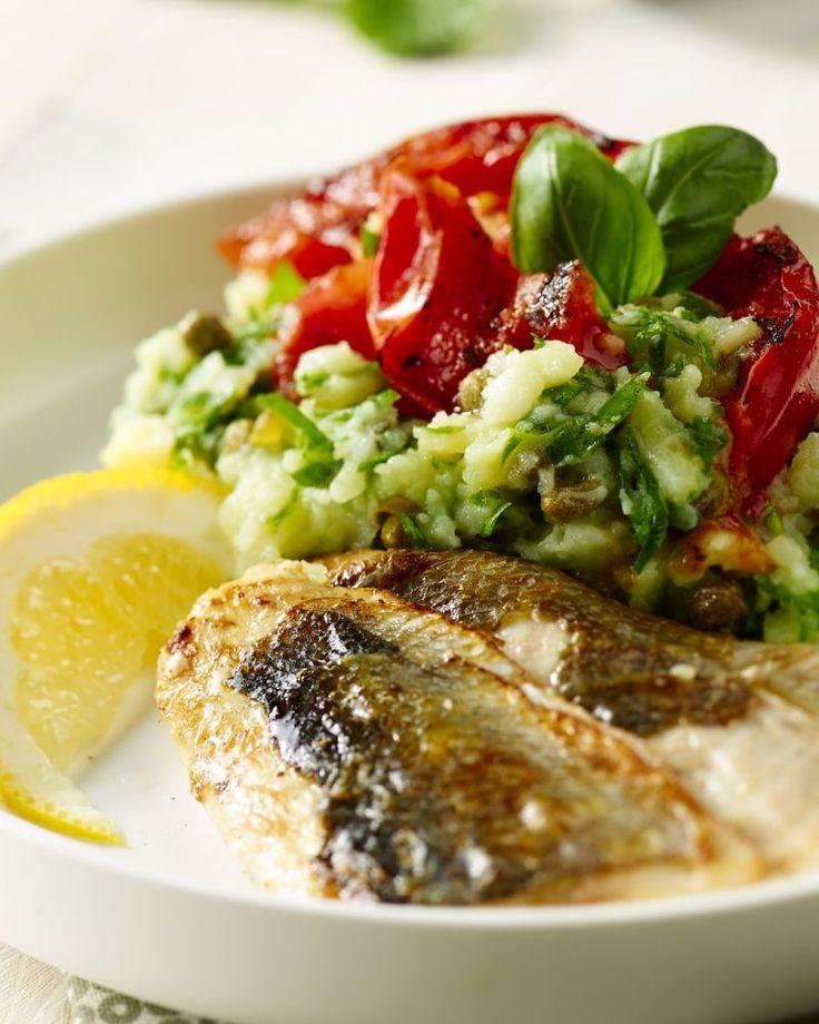 Stoemp op z'n Zuiders, met een heerlijk stukje gegrilde zwaardvis en tomaat en kappertjes. Met daarbij een verrassende basilicumstoemp. Zonnig eten!