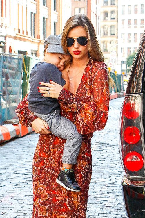Miranda Kerr with a super cute, sleepy Flynn wearing the zoe chicco pave V lariat necklace