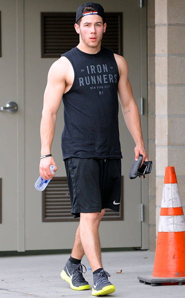 Jonas pulls up his shirt to show his hot bod.