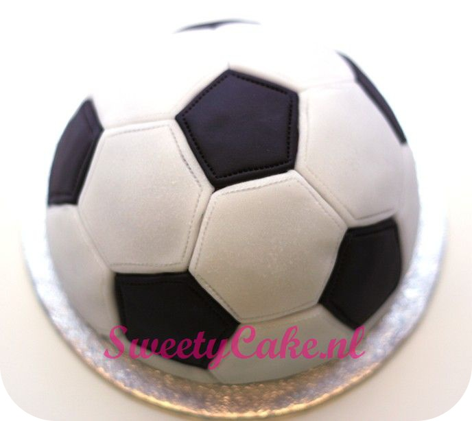 VoetbalTaart soccer cake. Woah imagine If I did this!