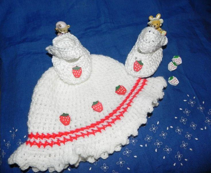 Cappellino e scarpette beb� bianco e rosso Da 0 a 4 mesi circa