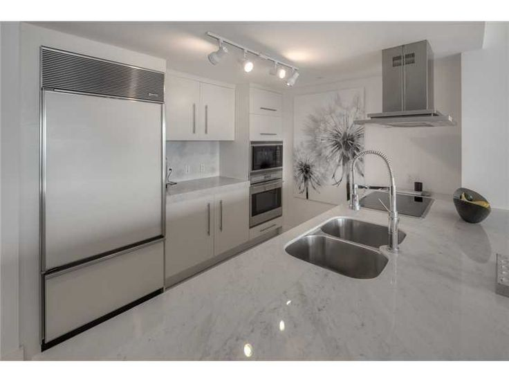 495 Brickell Ave, Unit 5505, Miami $865,000 Lowest priced direct bay view. 2bed + den. Highly upgraded with Carrera marble countertops and white lacquered cabinets, Nest thermostat, 24 x 24 porcelain floors. Window treatments. Upgraded light fixtures. Exceptional value. Best line. Den can be converted into 3rd bedroom. This unit won't disappoint! Call Jon to show at (786) 383-ICON (4266)  #iconbrickellcondo #iconbrickelltoprealtor #miamiluxuryliving #miamipenthouseliving #jonmanngroup
