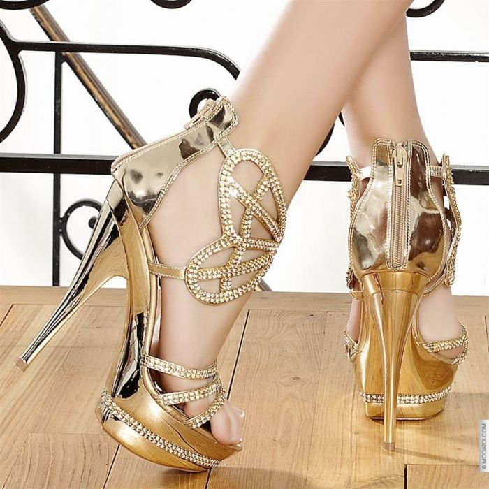 too gorgeous for words.Killers Heels, Prom Shoes, Fashion Shoes, Shoes Collection, Gold Rings, Hot Heels, Girls Shoes, Bridal Shoes, Gold Shoes
