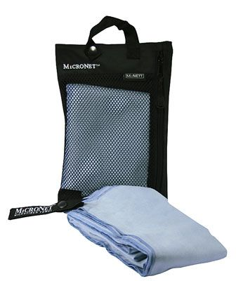Handduk i mjukt microfiber material. Absorberar 5 gånger sin egen vikt och har en snabb torkning. Perfekt för alla sporter och utomhusaktiviteter. Handduken förvaras i ett nätfack med en smidig upphängning. Storlek: 50 x 100 cm Vikt: 100 g Färg handduk: Ljusblå