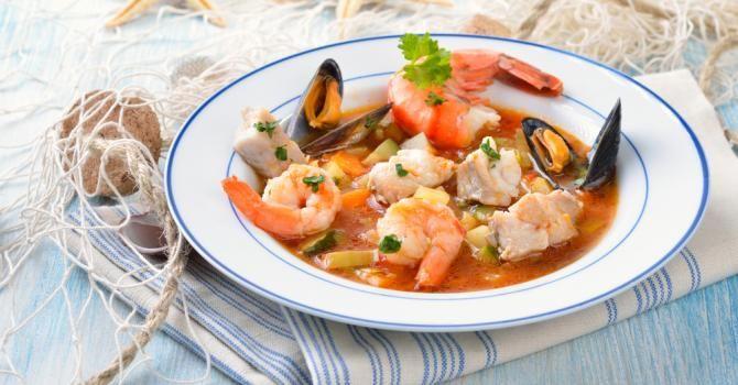 Recette de Soupe de poisson et fruits de mer légère pour garder son bronzage. Facile et rapide à réaliser, goûteuse et diététique.