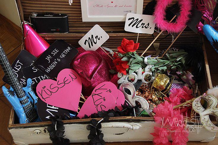 Photobooth-Verkleidung gemietet #weddstyle http://www.weddstyle.de/verkleidungskoffer-mieten.html