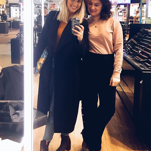 We thank @fashionweekinstockholm for this season! And we would also like to thank @maccosmetics at @nordiskakompaniet for freshening us up between the last shows 😄😘💄 Tomorrow the production starts.. stay tuned for our reviews on @getstyled_net 🎨📝