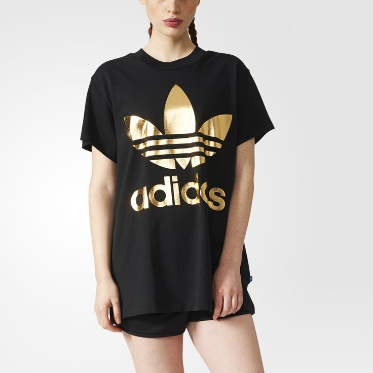 adidas Originals trasforma lo sportswear vintage nel futuro dell'abbigliamento streetstyle. Realizzata in jersey di cotone spesso, questa T-shirt da donna sfoggia una silhouette squadrata rifinita con una stampa in lamina dorata.
