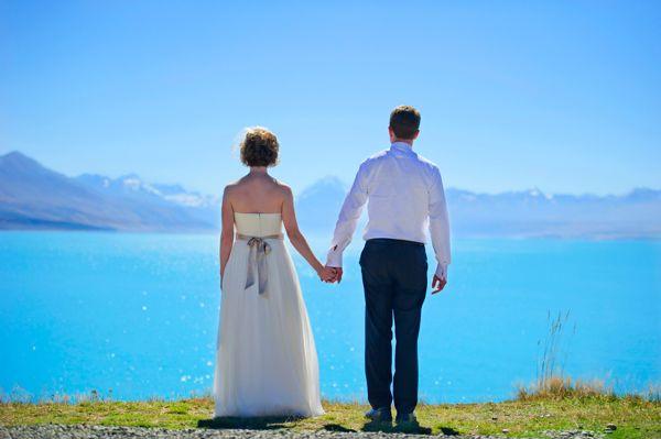 Destination Wedding in New Zealand by Photographer Applehead Studio - Full Post: http://www.brideswithoutborders.com/inspiration/a-destination-wedding-on-mt-cook-in-new-zealand-by-applehead-studios