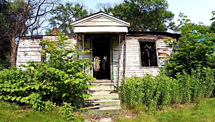 Ghost Hunt In Haunted Gary Indiana House