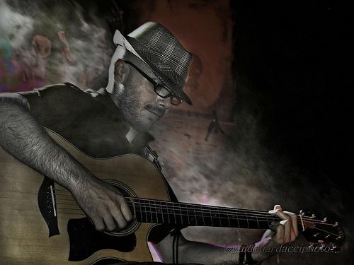 folck-guitarist
