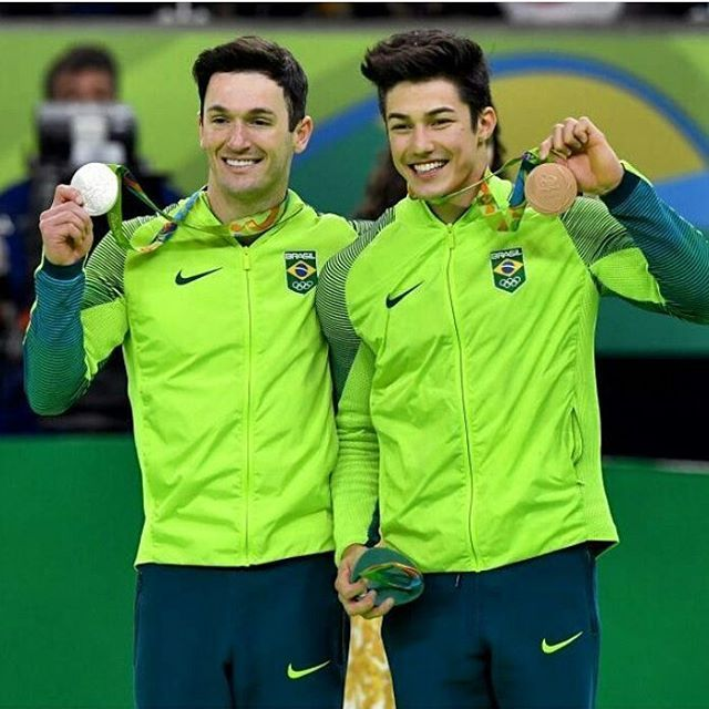 Diego Hypolito é prata e Arthur Nory é bronze #Rio2016