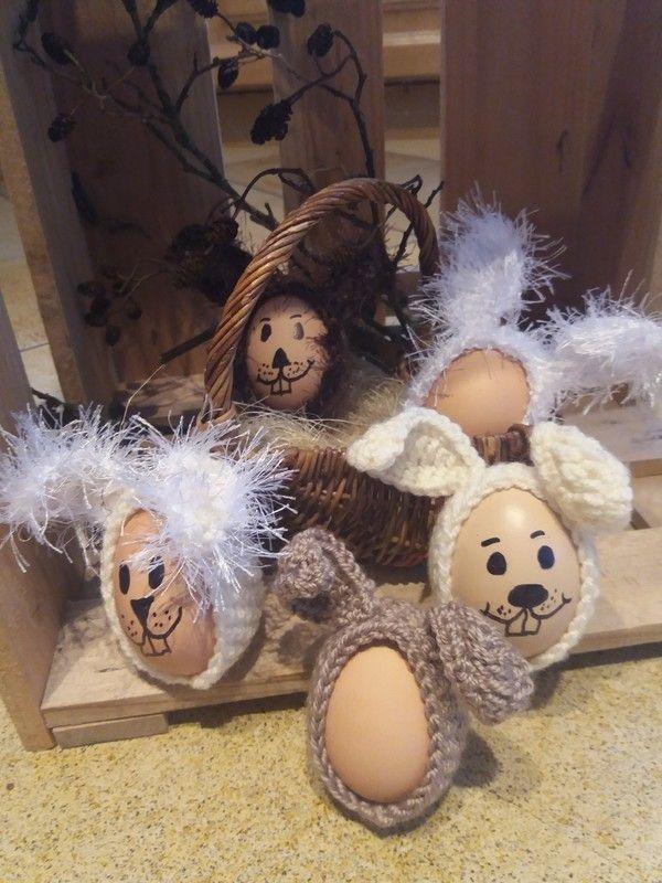 Jetzt Hasenkostüme für Deine Oster-Eier häkeln. Das ist eine tolle Idee fürs Osterfrühstück, dekorativ und ein wunderbares Highlight. Probiers aus damit.