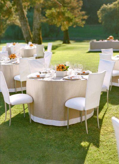 Beautiful Clean Modern table Linens Using Burlap.