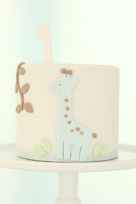 animal theme cake. this is th cutest cos it looks clean!