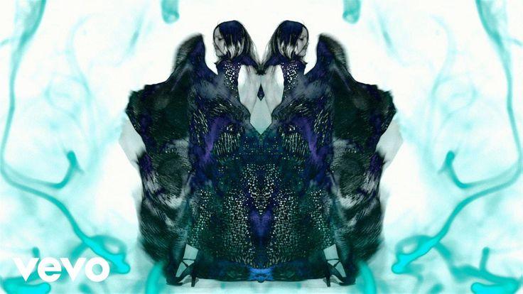 « Love Song, premier extrait du nouvel album de Vanessa Paradis « Love Songs » (sortie le 13 mai). Album en pré-commande : http://po.st/precoLoveSongs Single...