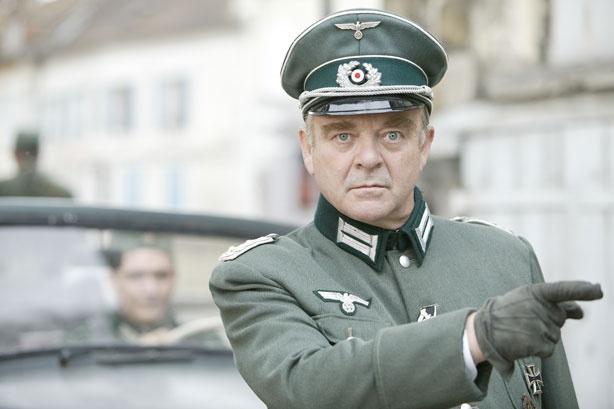 Le Kreiskommandant de Villeneuve, von Ritter.  Voici Götz Bürger qui ma beaucoup plu aussi dans le film Monsieur Batignole.