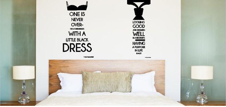Slaapkamer met muurstickers voor hem en haar in de vorm van een little ...