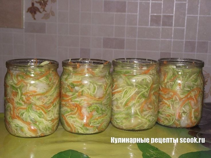 Салат из кабачков по-корейски на зиму  Ингредиенты  2 кг кабачков 1 кг моркови 0,5 кг лука Для маринада:  1 стакан сахара 2 столовые ложки соли 1 стакан масла подсолнечного 1 стакан уксуса кориандр черный перец  Способ приготовления  Если кабачок старый очисите кожицу, я не чистила, так как кабачки были молоденькие. Натереть на терке для корейской моркови кабачки и морковь.  Лук порезать полукольцами, я измельчила при помощи комбайна. Приготовьте маринад, для этого смешайте корианд, перец…