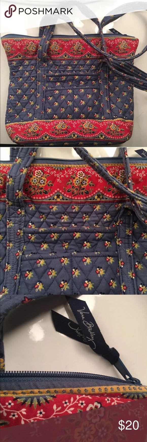 Vera Bradley Tote Bag Vera Bradley tote shoulder bag. Size 15'x12'x5'. Great condition. Vera Bradley Bags Totes