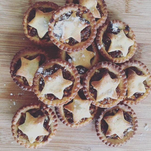 Mince pies recipe. #fruitmincepies #mincepies #mincepiesrecipe #christmasfood #holidayfood #holidayrecipes #christmasrecipes