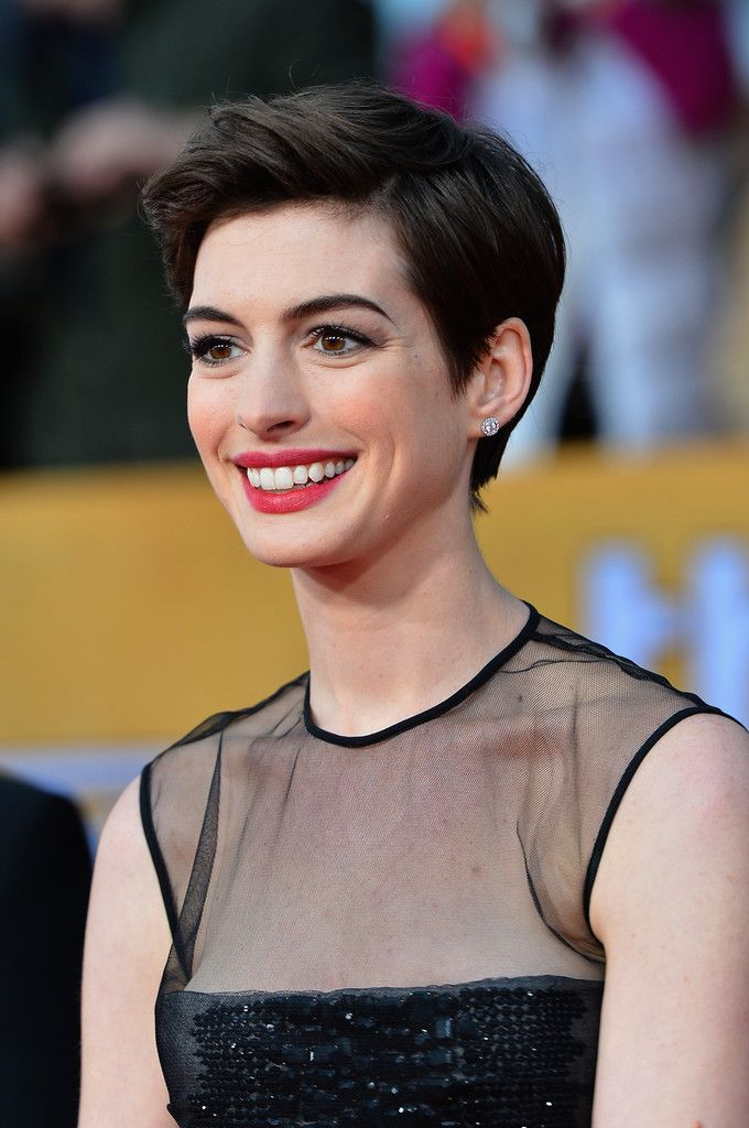 anne hathaway short | Cut, 5 Different Looks: Anne Hathaway's Pixie Styling Inspiration ...