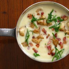 Gruß aus der Küche: Selleriesuppe mit Birne, Speck, Zimt und Petersilie