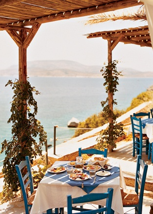 Вид на залив Цугури из ресторана Grispos на острове Схинуса