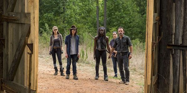 New Walking Dead Theory May Reveal Which Main Character Will Die In Season 7 #FansnStars