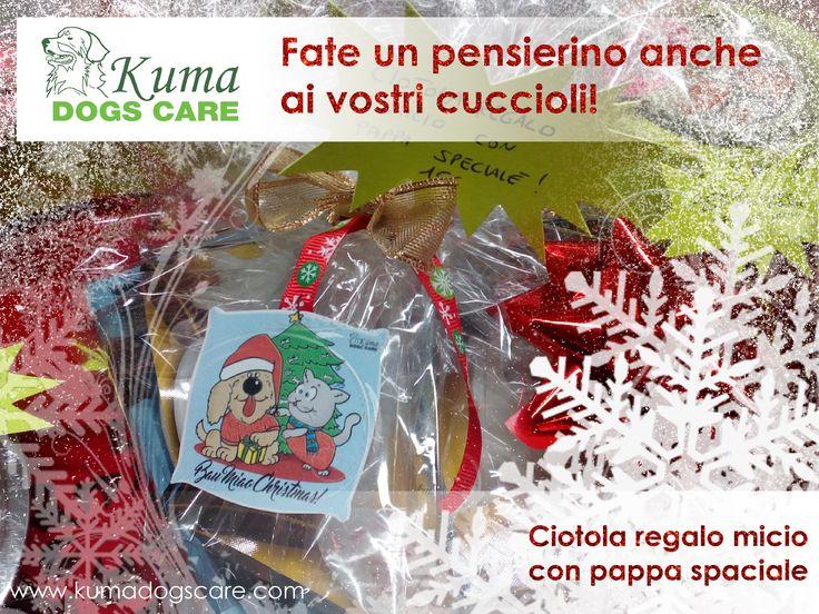 Pacchetti natalizi a partire da 5 euro per i vostri amici pelosetti!   Fate un pensierino anche ai vostri cuccioli!  Ciotola regalo micio con pappa speciale  http://kumadogscare.com/ Seguici sul nostro shop online www.kumadogscare.com Copyright 2016 - Kumadogscare Graphics and movie edited by: Pigikappa.com  #cani #toilettatura #kuma #dogs #shop #kumadogscare #trasportino #mesh bag #borsa #gatti #cats #pets #dogline #sherlockbag #eco-pelliccia #giochi #ciotola #osso #tazza #snack