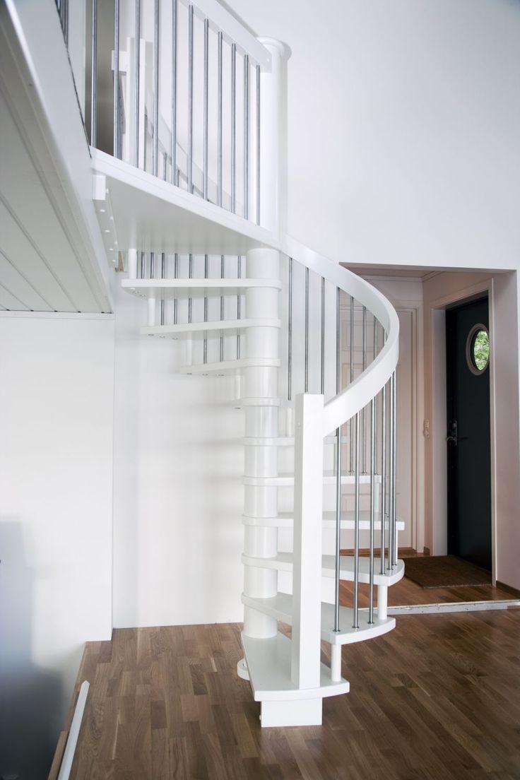 MELBY Valhall - vindel //  Vindeltrapp i stål og hvitt.