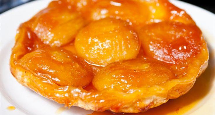 Przepis na tarte tatin (francuska odwrócona szarlotka): Jeden z najłatwiejszych do przyrządzenia francuskich specjałów. Niebiański smak! Można go przyrządzić z gruszkami lub z brzoskwiniami, kombinacji nie ma końca!