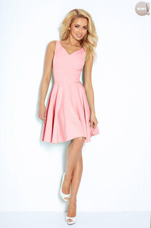 Pastelowo, różowa sukienka rozkloszowana z dekoltem w kształcie serduszka, uszyta z wysokiej jakosci materiału nieelastycznego. #różowa #pastele #lato #sukienka #kobieta