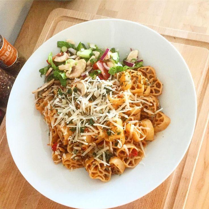 """Mats Westergren🇸🇪 på Instagram: """"Ikväll blev det en pasta route med bolognese & blandsallad. Toppad med riven parmesan, finhackad persilja, torkad oregano & torkad…"""""""