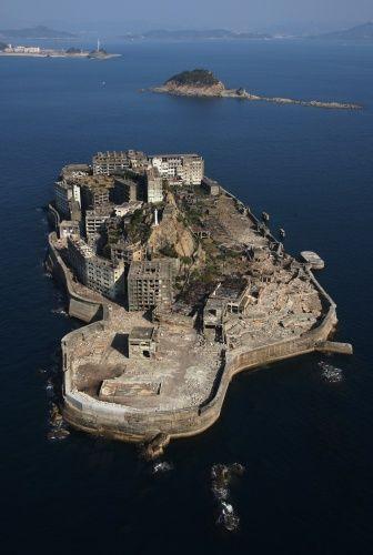 軍艦島 ─ 近代化支えた海上都市 来春公開へ整備 : かどわきまさかず
