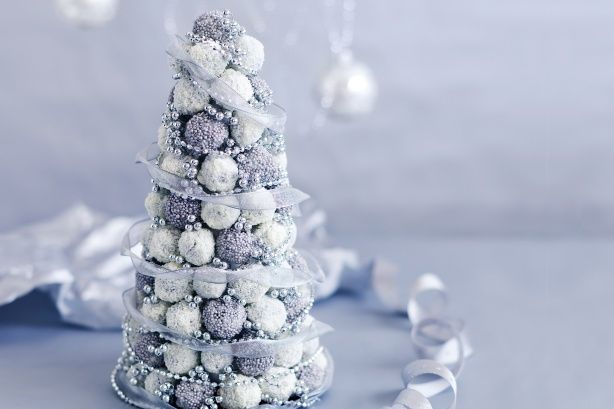 I've always wanted to make a truffle tree! This one is gorgeous.   ~ Hollie @ Little Goldfish